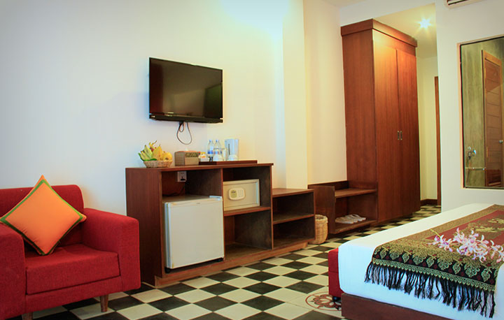 Deluxe-Double-Room-with-Balcony-02