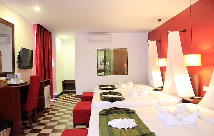 Deluxe-Triple-Room-With-Balcony-02