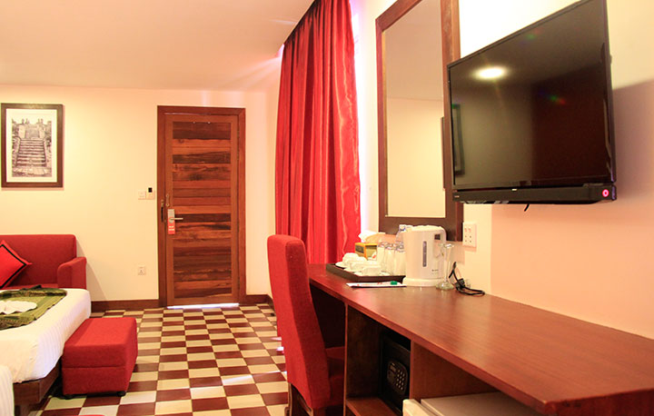 Deluxe-Triple-Room-With-Balcony-04
